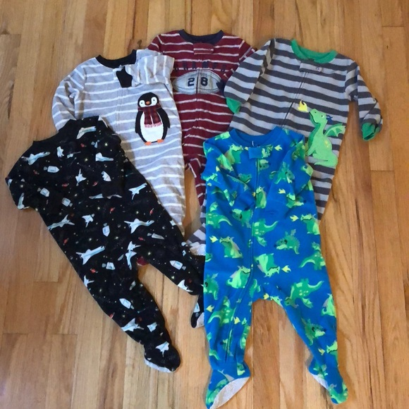 Carter's Other - 5 pair sz 12mo boys Carter's fleece pajamas